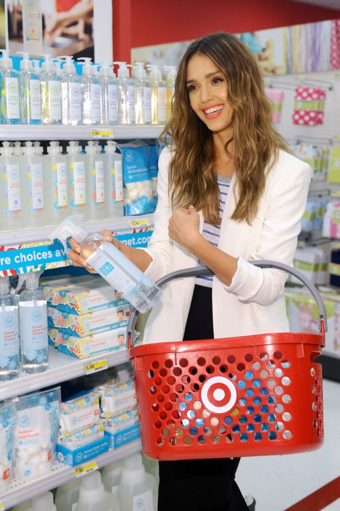 jessica-alba-celebrates-honest-company-at-target-launch-westwood-june-2014_1