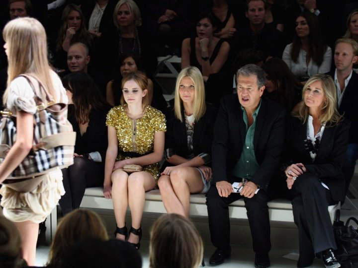 shes-had-her-fair-share-of-front-row-seats-here-she-is-at-london-fashion-week-2009-with-burberry-model-and-harry-potter-star-emma-watson-gwyneth-paltrow-and-noted-fashion-photographer-mario-