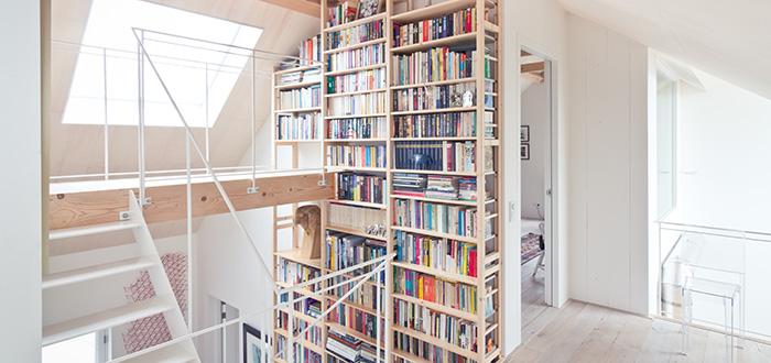 bookshelves-contemporary-staircase
